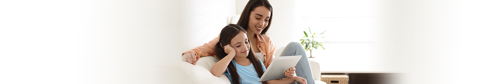 A mom and her daughters making memories with home loan solutions from Desert Financial